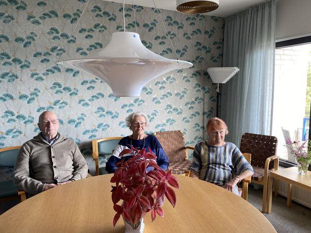 Lauttasaaren senioritalon asukkaat nauttivat elämästä.