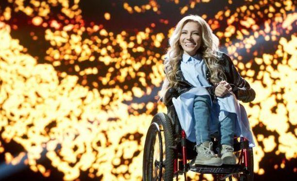 Julia Samoilova valittiin edustamaa Venäjää euroviisuissa. Päätös tehtiin sisäisesti eikä esimerkiksi yleisöäänestyksesä.