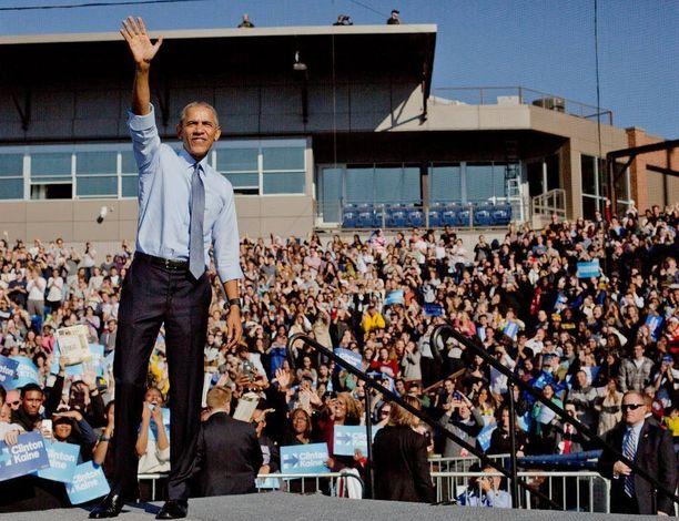 Barack Obama kampanjoi Clintonin hyväksi Michiganissa.