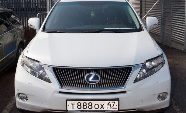 Tämä venäläinen auto on rekisterikilven perusteella peräisin Leningradin alueelta.