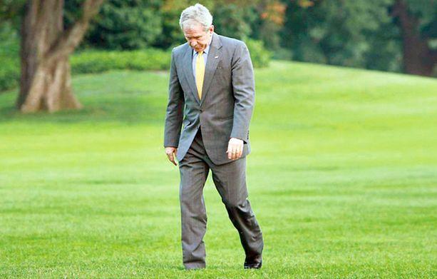 RANKKA HOMMA. Ei ole helppoa olla Yhdysvaltain presidentti. Vastuu näyttää painavan George W. Bushin hartioita.