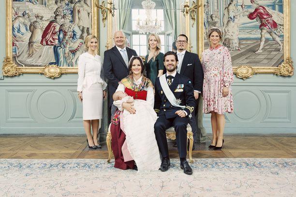 Prinssi Carl Philipin perhe sekä prinssi Garbielin kummit