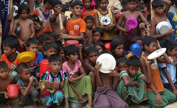 International Rescue Committee -järjestön tuoreen raportin mukaan lähes puoli miljoonaa Myanmarista paennutta rohingya-lasta tarvitsee kiireellisesti apua.