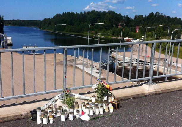 Kohtalokas turma tapahtui heinäkuun lopussa kesällä 2013 Kuusaan sulun ylittävällä kevyen liikenteen väylällä Laukaassa.