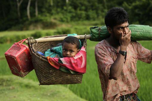 Myanmarista on YK:n arvion mukaan paennut jo liki 400 000 ihmistä muutamassa viikossa.