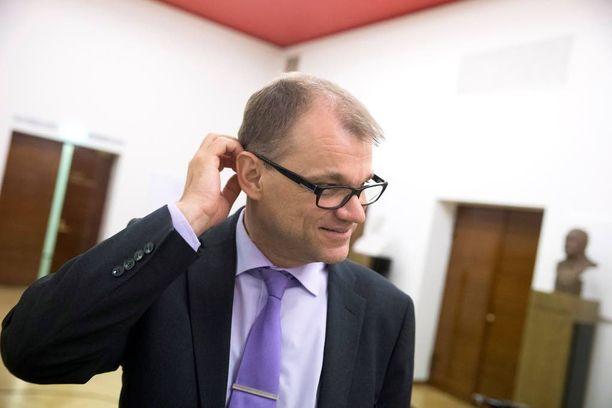Juha Sipilä väläytti Kalevan mukaan heti lauantaina sote-alueiden vähentämistä sovitusta viidestätoista.