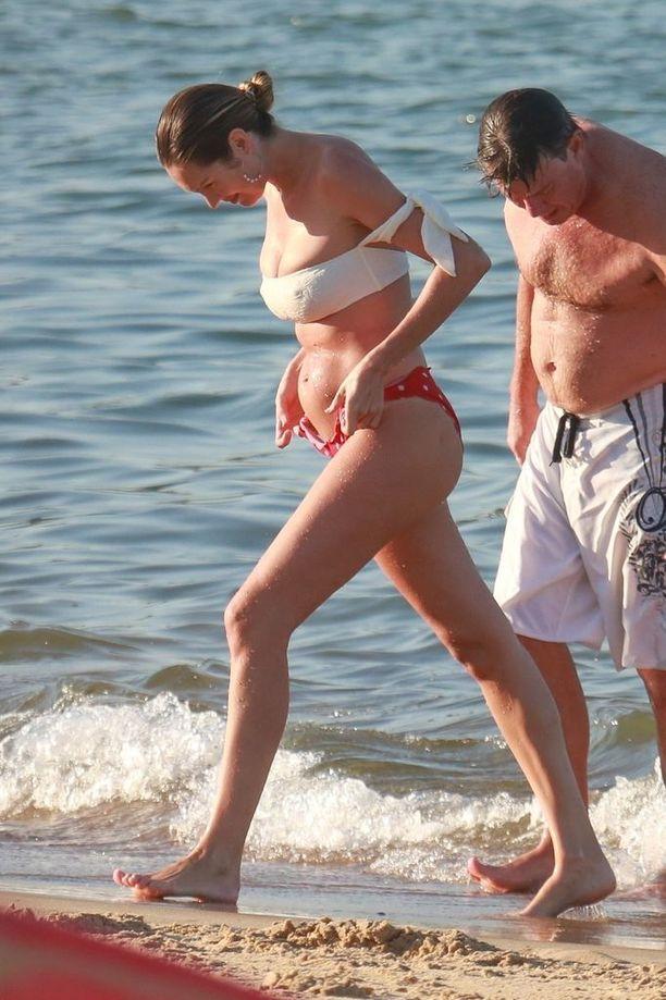 Ranta-asuna Swanepoelilla olivat bikinit.