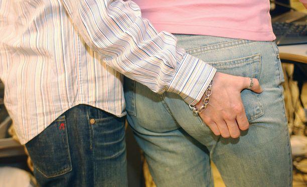 Seksuaalinen häirintä ilmenee useimmiten suullisina kommentteina, mutta myös erilaiset eleet ja ilmeet ovat hyvin tavallisia.