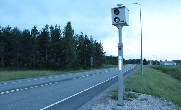 Poliisi aloittaa tänään 24 tunnin mittaisen ylinopeusvalvonnan koko maassa. Nopeusvalvonta kestää aamukuudesta huomiseen aamukuuteen.