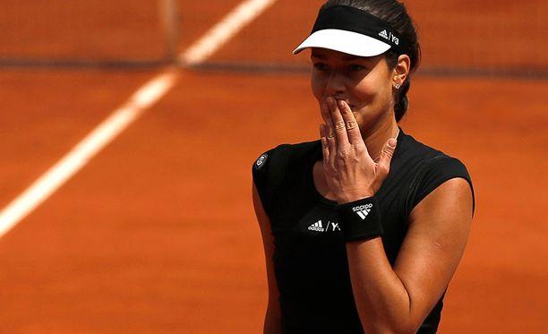 Ana Ivanovic lähetti voittonsa jälkeen katsomoon lentosuukon.