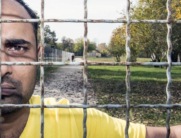 EU-päättäjät yrittävät torstaina löytää yhteistä linjaa maahanmuuttokysymyksiin. Kuvassa on Unkariin saapunut pakistanilainen pakolainen.