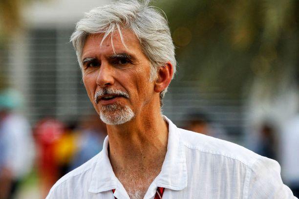 Vuoden 1996 maailmanmestari Damon Hill oli allekirjoittamassa nyt irtisanottua sopimusta BRDC:n puheenjohtajana vuonna 2009.