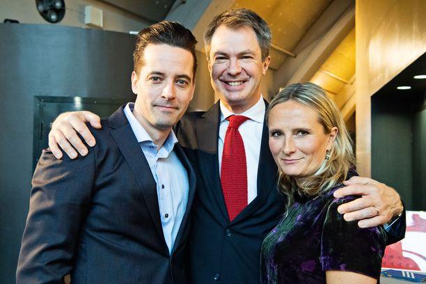 Uutisvuodon kapteeni Ilkka Uusivuori juontaja Peter Nyman ja kapteeni Reetta Räty.