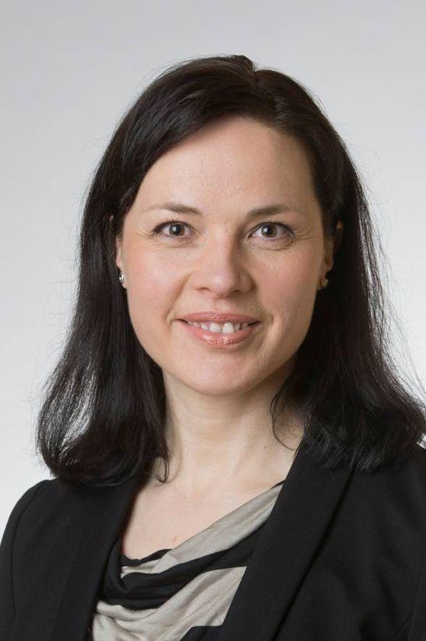 Kansanedustaja Hanna Halmeenpää haluaa lisää tuulivoimaa, mutta tunnistaa sen ongelmat.