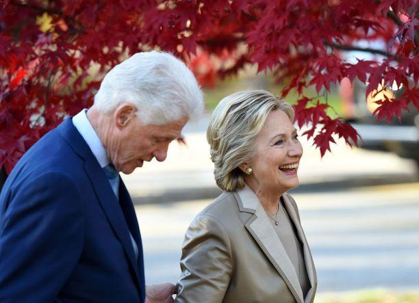 """Moni uskoi, että vuoden 2016 presidentinvaalien jälkeen Billistä tulisi Yhdysvaltain ensimmäinen """"ensimmäinen aviomies"""". Näin ei kuitenkaan käynyt."""