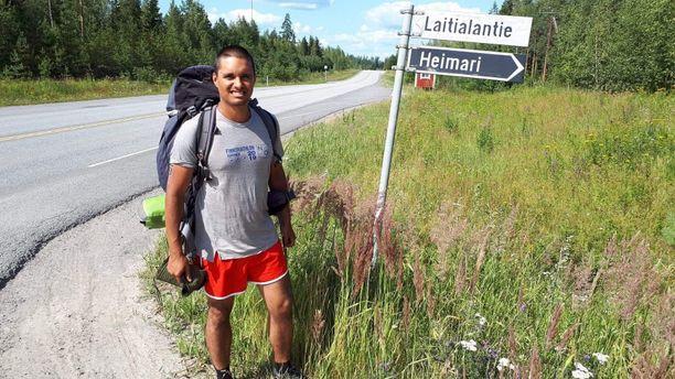 Pitkä kävely Nuorgamista Helsinkiin on tässä edennyt jo Saimaan rannalle. Yösija löytyi Hotelli Heimarista Ristiinassa.