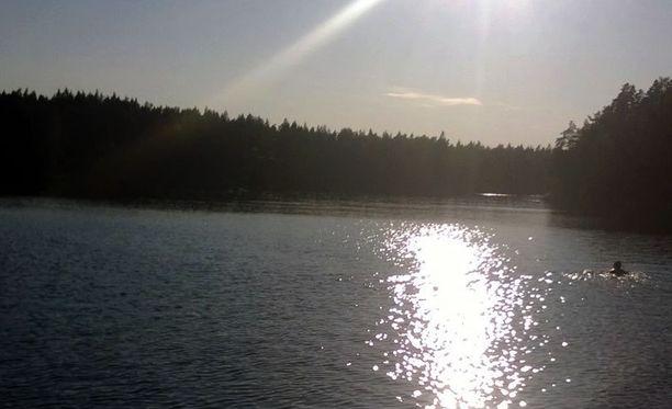 Sipoon Söderkullan lähellä sijaitseva Pilvijärvi on ollut helteillä suosittu uimapaikka.