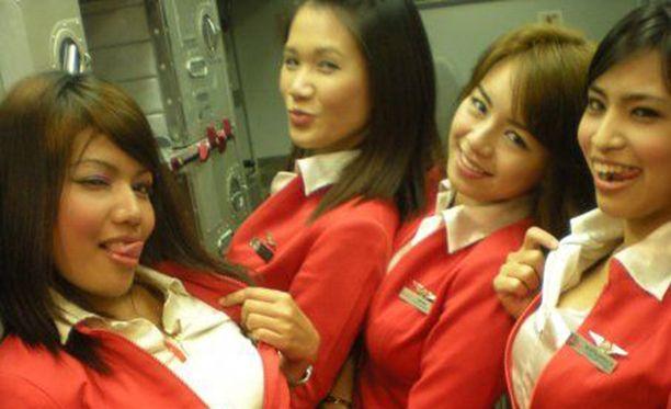 Air Asian tavaramerkki on seksikkäät lentoemännät.