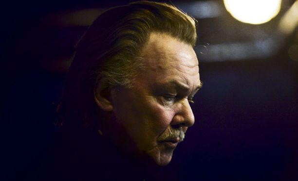 Kari Tapio kuoli 65-vuotiaana äkilliseen sydänkohtaukseen kotipihalleen 7. joulukuuta 2010.