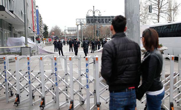 Poliisi eristi Turkin Ankarassa tehdyn pommi-iskun alueen.
