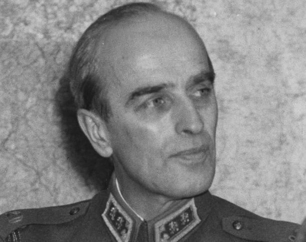 Adolf Ehrnrooth oli Mannerheim-ristin ritari.