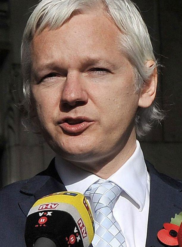 Assange teki ensimmäisen haastattelunsa videoyhteyden avulla Lontoosta.