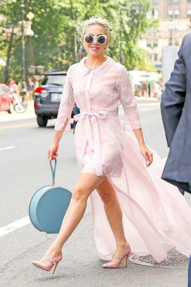 Lady Gaga nähtiin viikonloppuna New Yorkissa. Tähdellä ei ollut enää kihlasormustaan.