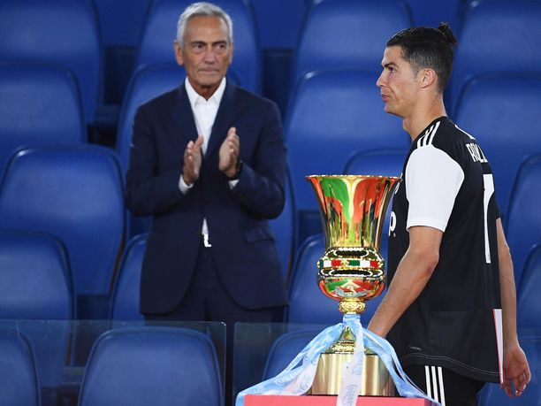 Cristiano Ronaldo ja Juventus joutuivat pettymään toista kertaa putkeen finaaleissa. Keskiviikkona Italian cupin voittoa juhli Napoli, joulukuussa Supercupin finaalissa Lazio.