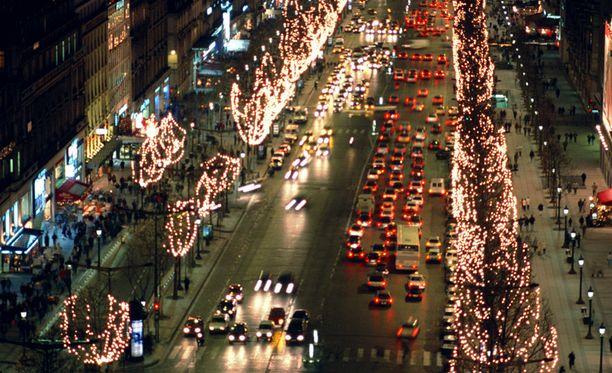 Rajoitukset koskisivat muun maussa kaupungin ikonista Champs-Elysees-katua.