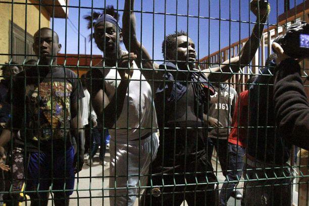 Monet pakolaiset ovat kuolleet pyrkiessään sähköistettyjen aitojen yli Melillaan.