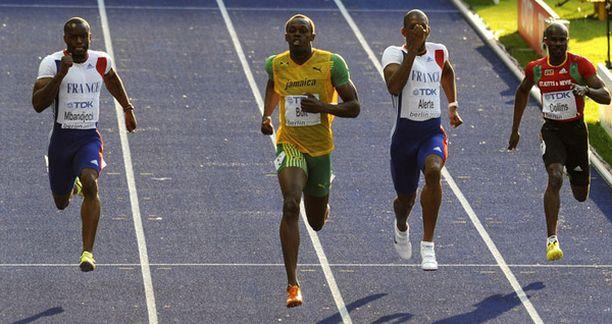 Usain Bolt rullasi kevyesti 200 metrin välieriin.