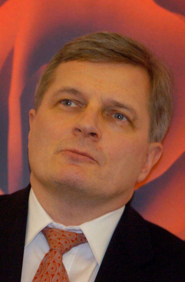 Johannes Koskinenkin tavoittelee puheenjohtajan paikkaa.