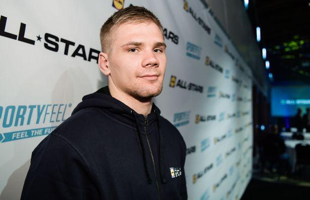 Elias Kuosmanen palaa Suomeen EM-pronssimitali kaulassaan.