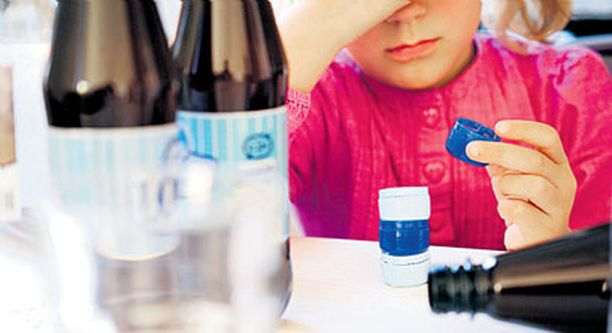 Vanhempien alkoholismi satuttaa lasta.