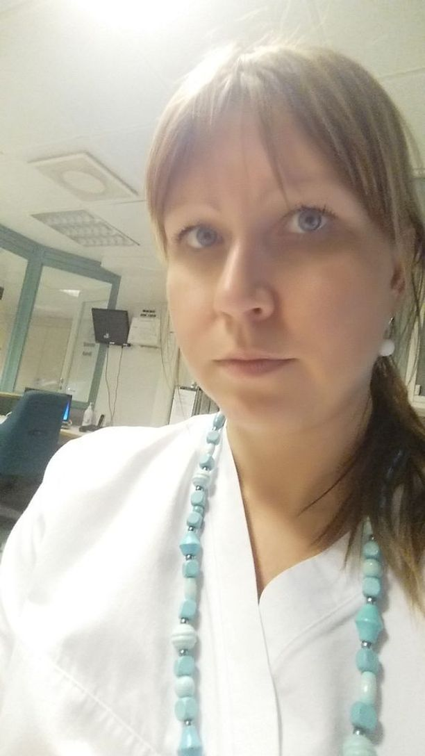 Tanja Paavola palaa pian töihin, mutta ei tiedä missä työpisteessä on tarpeeksi puhdas sisäilma. Hän sairastui Kätilöopistolla työskennellessään.