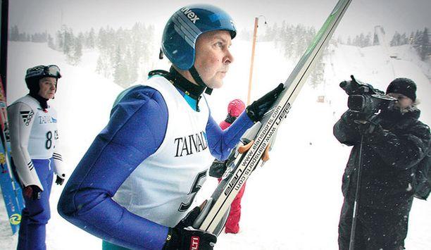 Matti Nykänen oli tyytyväinen SM-kisoihin. Hän tuli kisoihin nimenomaan harjoituksen takia. Nyt hyppyjä on takana jo 55 kappaletta.