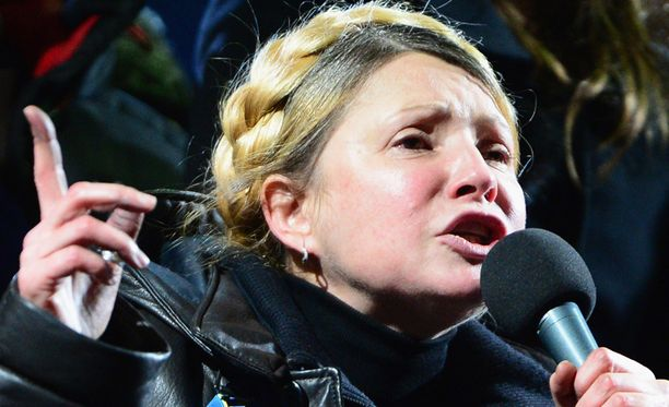 Lauantaina vankeudesta vapautettu entinen kiistelty pääministeri Julija Tymoshenko on tehnyt nopeasti paluun Ukrainan politiikan parrasvaloihin.