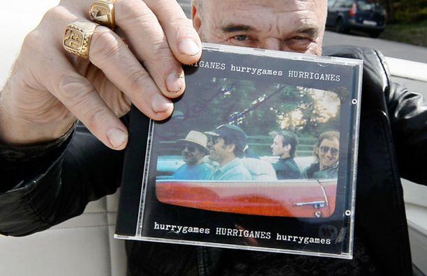 Tämä sama Cadillac Eldorado esiintyi 30 vuotta sitten Hurriganesin viimeisen studiolevyn kannessa.