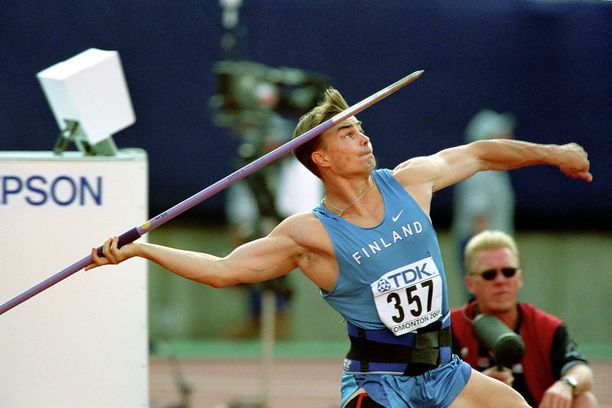 Matti Närhi Edmontonin MM-kisoissa vuonna 2001.