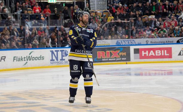 Jere Karalahti sai puolustajan mielipideautomaatti Niklas Wikegårdista.
