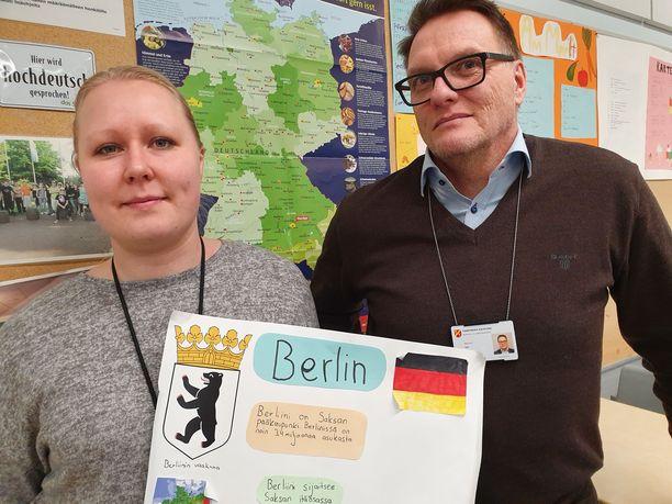 Saksan opettaja Heidi Hertell ja rehtori Jari Ikola toteavat, että uhkakuvien mukaan on toimittava.