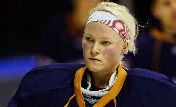 Noora Rädyn poissaolo maajoukkueesta ja samanaikainen pelaaminen seurajoukkueessa aiheutti kohun.