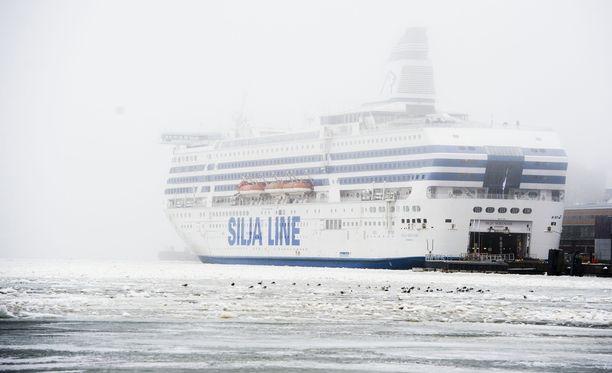 Mattsson ratkaisi asunto-ongelmansa erikoisella tavalla. Hän alkoi matkustaa laivalla Tukholman ja Ahvenenmaan väliä. Kuvituskuva.
