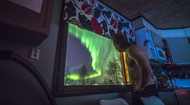 Mikko Lanton keittiön ikkuna Rovaniemellä osoittaa pohjoiseen. Nyt hän sai siitä haluamansa kuvan.