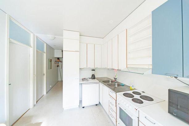 Solukolmion yhteisiin tiloihin kuuluvat keittiö ja kylpyhuone.
