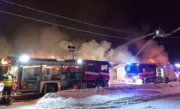 Palo tuhosi rivitalon yhdeksän huoneistoa korjauskelvottomaan kuntoon.