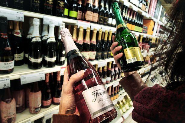 Kahdeksan euroa maksavan viinipuollon hinta nousee 0,41 euroa 2018.