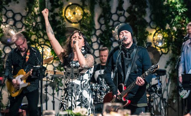 Mira Luodin ja Aki Tykin välejä on vaikeuttanut Miran suhde Akin bändikaveriin.
