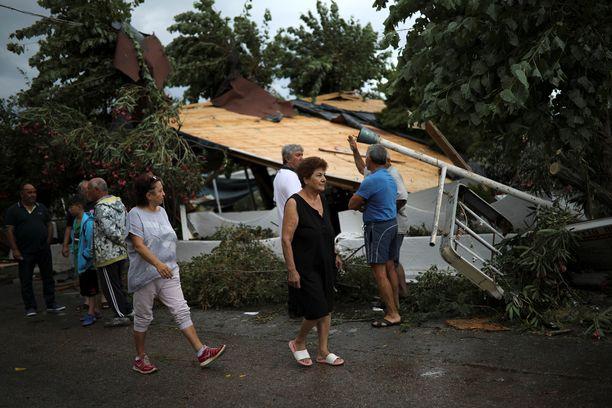 Ihmiset loukkaantuivat kohtalokkaasti rakennuksessa, joka tuhoutui myrskyssä Nea Plagiassa Kreikassa.