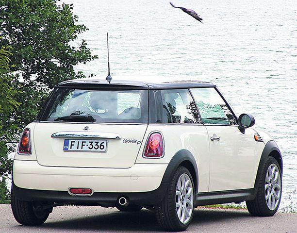 MUODOT Koeajoauton kermanväri korostaa Minin retrohenkistä muotoilua.